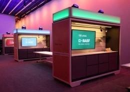 Arbeitsstationen für Teilnehmer der BASF-Roadshow