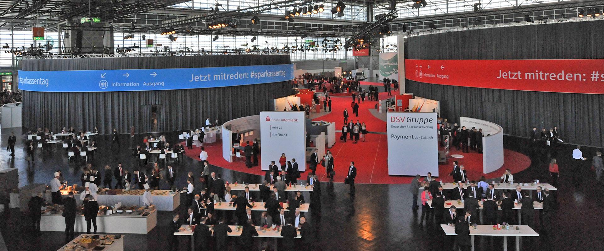 Bühnenbau Berlin - Neu erschaffene Konferenzräume Sparkassentag